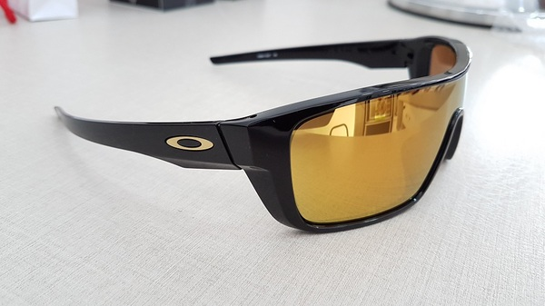 Oakley Straight Back Polished Black 24k Iridium OO9411